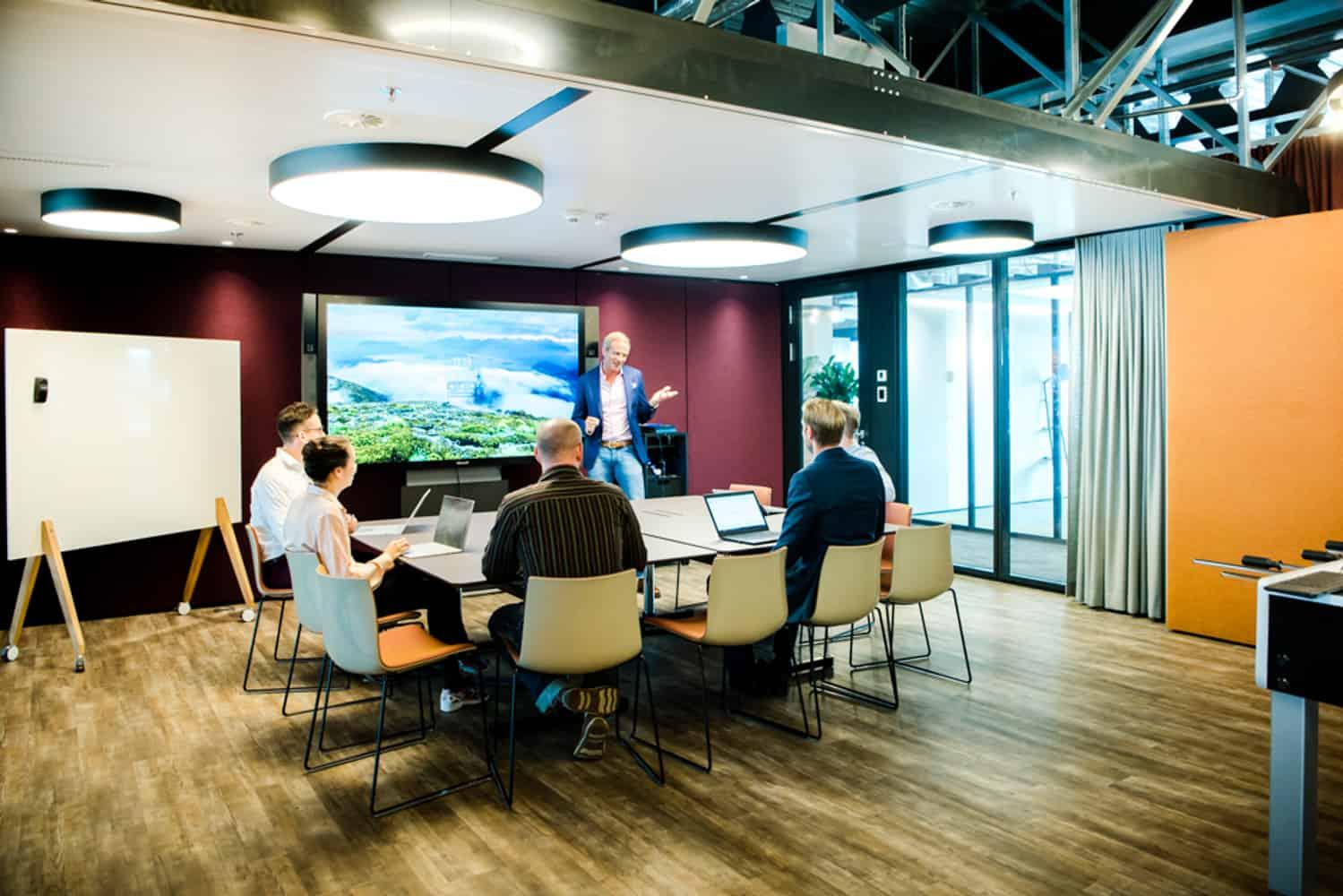 Bild einer Diskussion im Büro