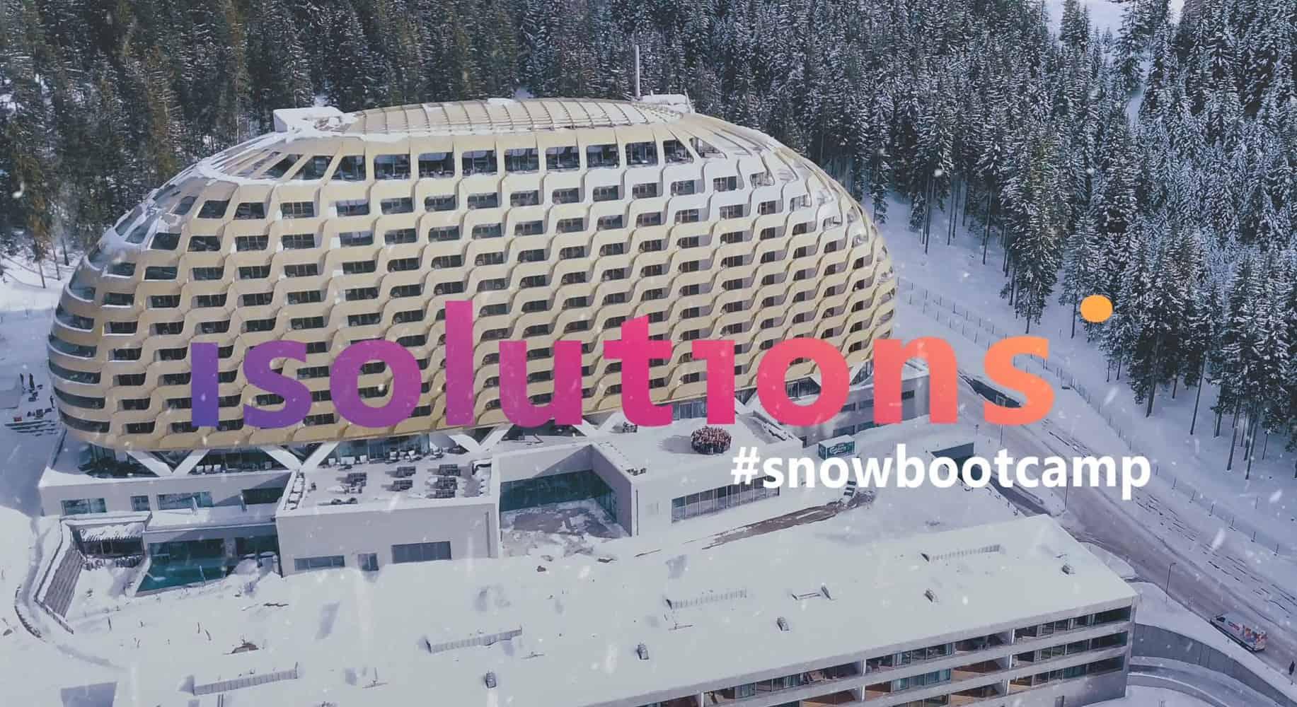 Bild der isolutions Mitarbeitenden vor dem Hotel in Davos